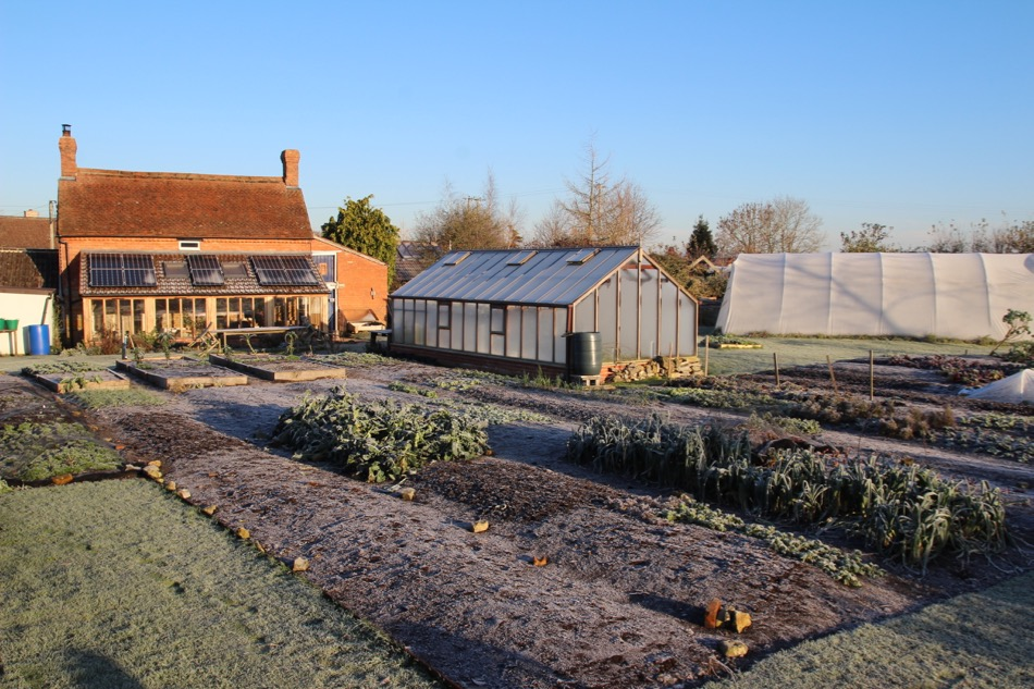 30.11.2016 after a frosty night, beds ready to mulch