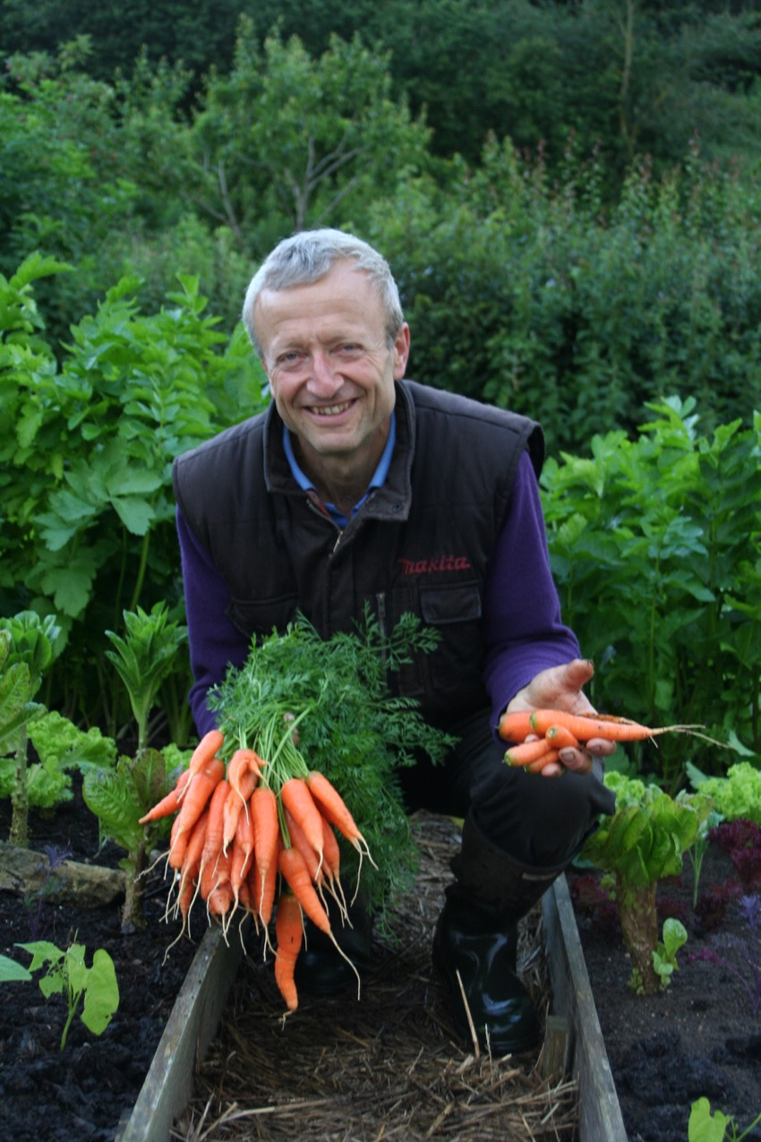 Charles with carrots from the trial beds, no dig and dig